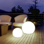 Foto Encendida Bola luminosa de jardín tamaño M E27